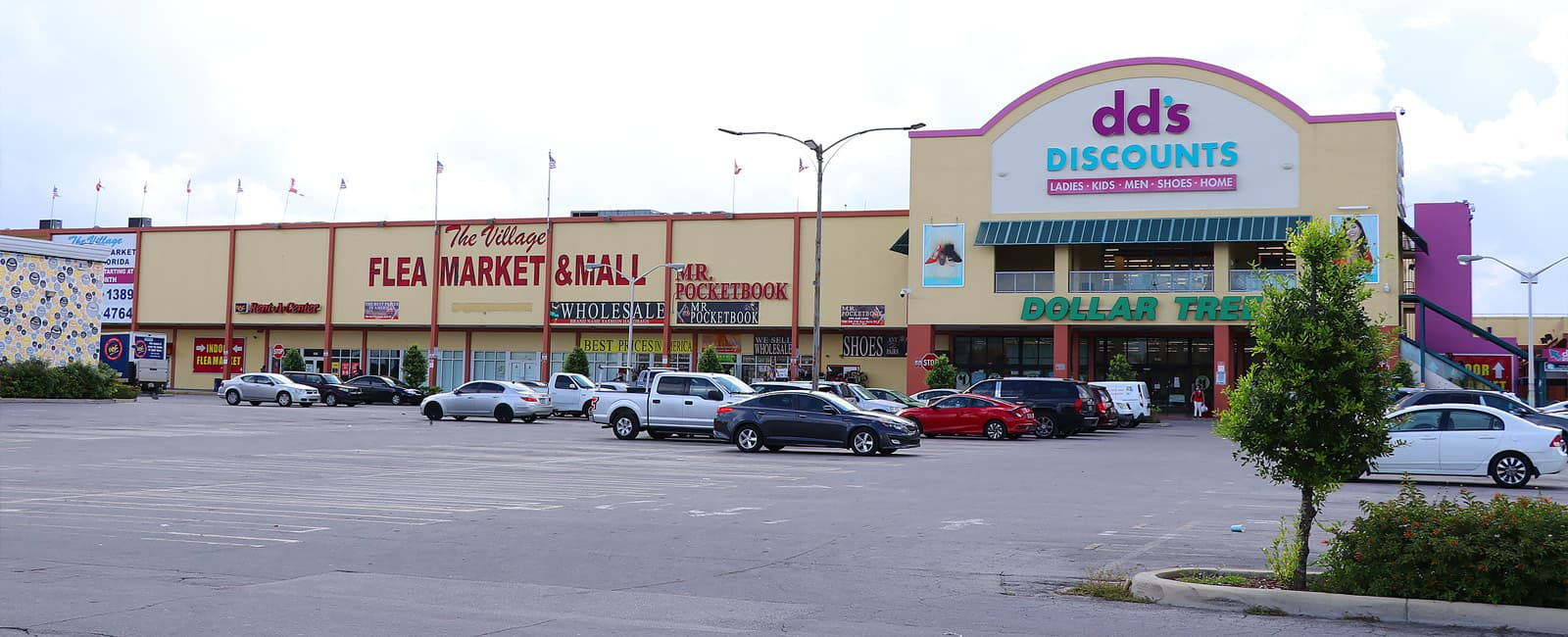 front-view-of-a-dds-store-and-flea-market